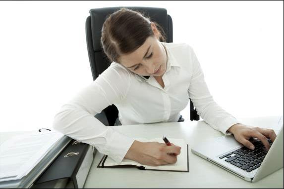 Woman at desk at Free Financial Advisor