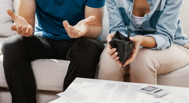 Should You Stay Married Until You're Out of Debt?